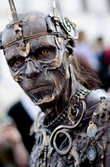 Реалистичный косплей зомби-короля (15 фото)