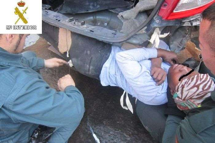 Неожиданные находки пограничников на испанской границе (6 фото)