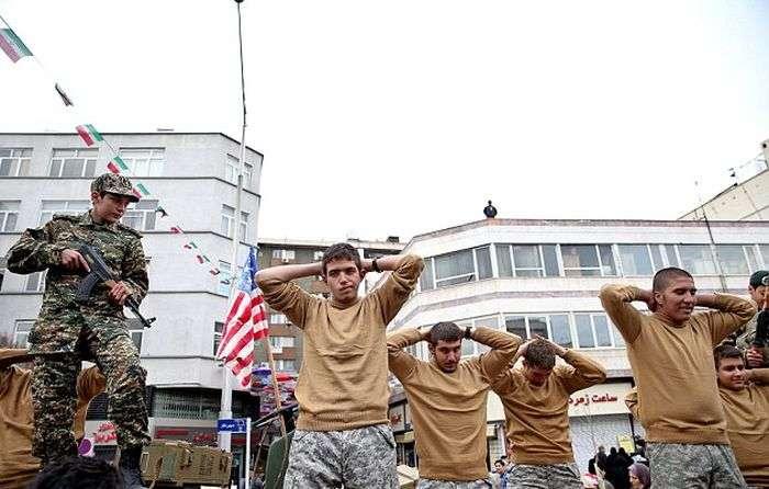 Иран опубликовал фото задержанных морских пехотинцев США (5 фото)