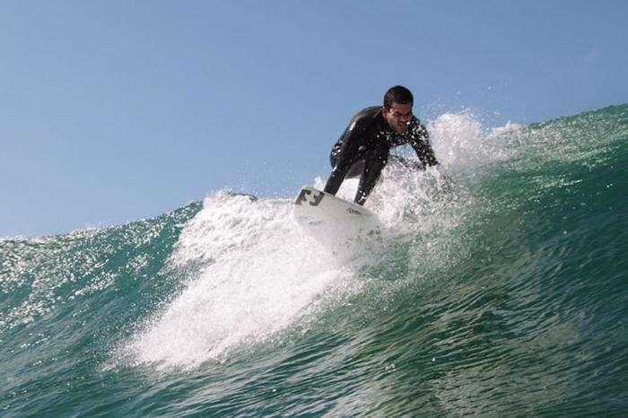 Слепой парень из Бразилии покорил большие волны (8 фото)