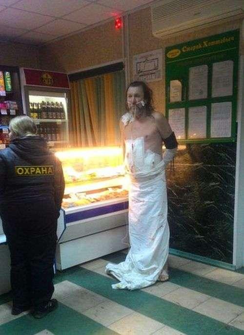 В Хакассии пациент сбежал из реанимации, чтобы купить пива (3 фото)