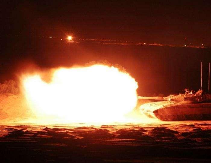 Огневая мощь танков (30 фото)