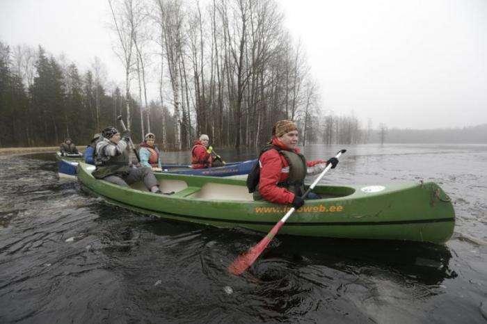 Сплав на каноэ по затопленному лесу (12 фото)