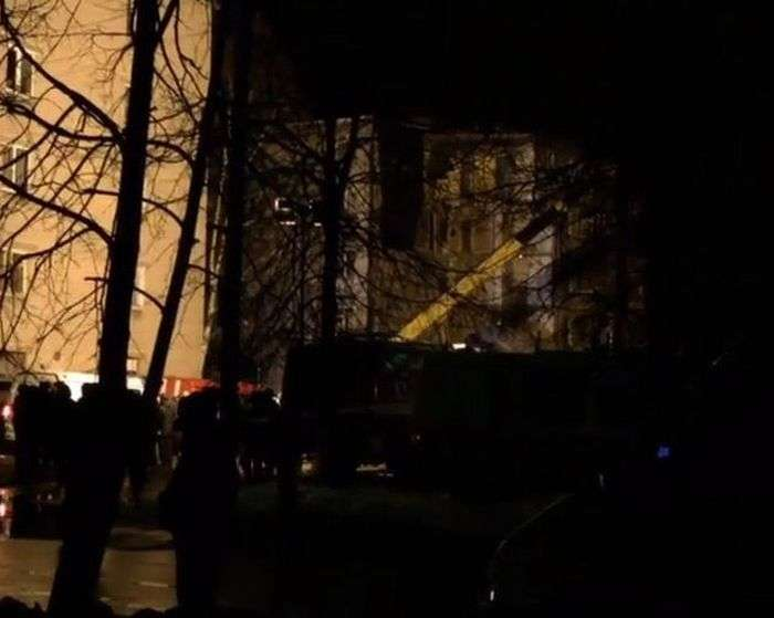 Из-за взрыва бытового газа частично обрушился жилой дом (5 фото)