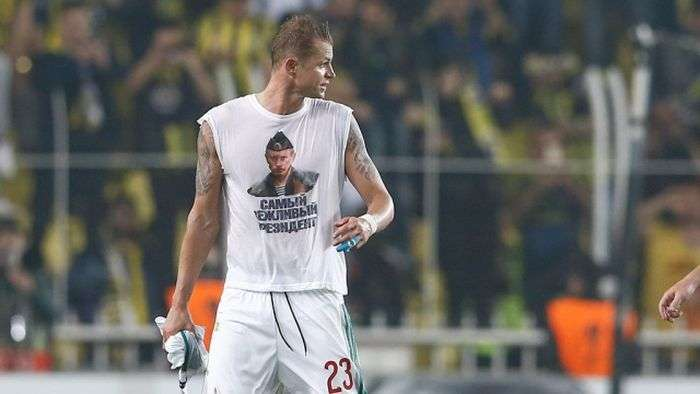 Футболисту грозит дисквалификация за майку с Путиным (3 фото)