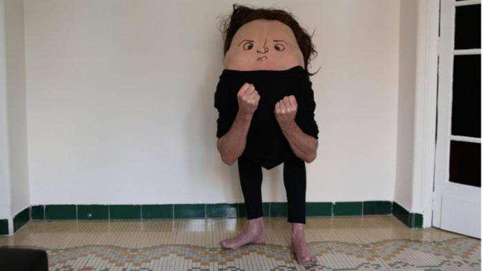 #Спиналицо: необычные «соседи» в обычных ситуациях (12 фото)