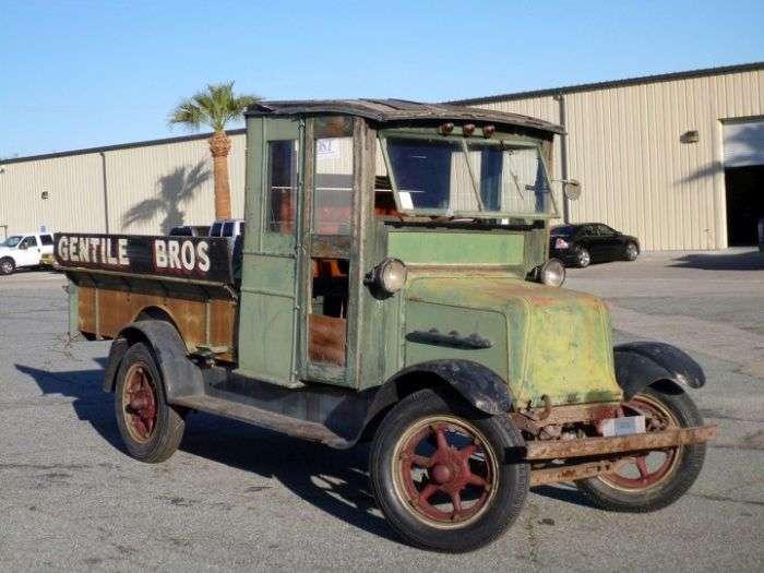 В США на продажу выставлен уникальный электрический грузовик (7 фото)