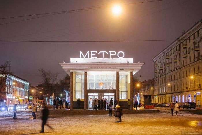 Вход на станцию «Чистые пруды» московского метро (2 фото)