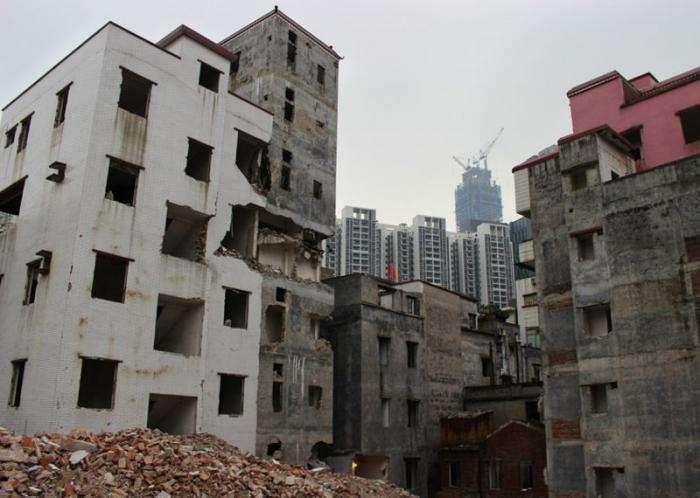Старая китайская деревня, обросшая вокруг небоскребами (17 фото)