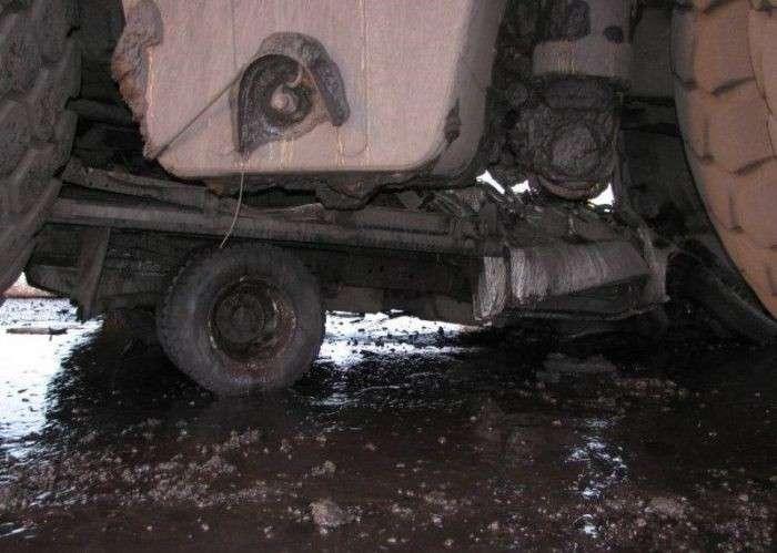 Супергрузовик и грузовик (4 фото)