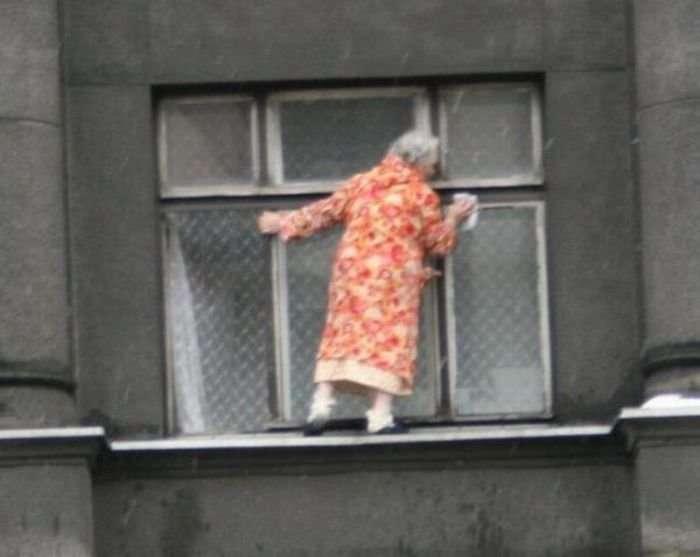 Бабка - экстремалка (4 фото)