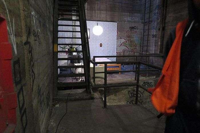 В берлинском метро обнаружена обустроенная спальня (3 фото)