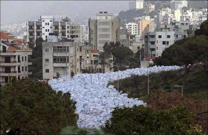 «Река мусора» - новая «достопримечательность» Бейрута (8 фото)