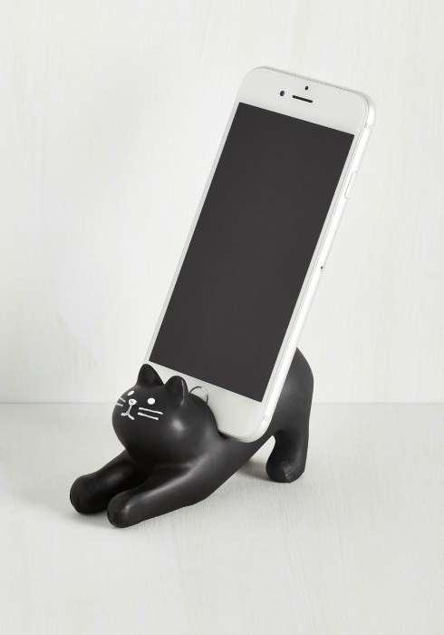 Настольная подставка для смартфона.