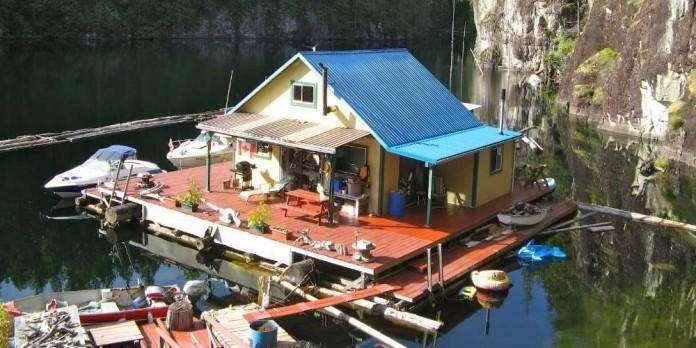 Плавучий дом площадью 63 кв. метра на озере в Канаде (23 фото)