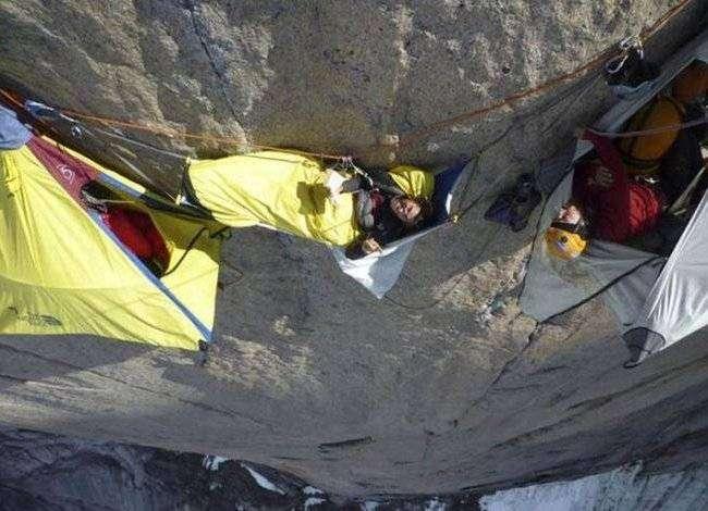 Как ночуют альпинисты? (17 фото)