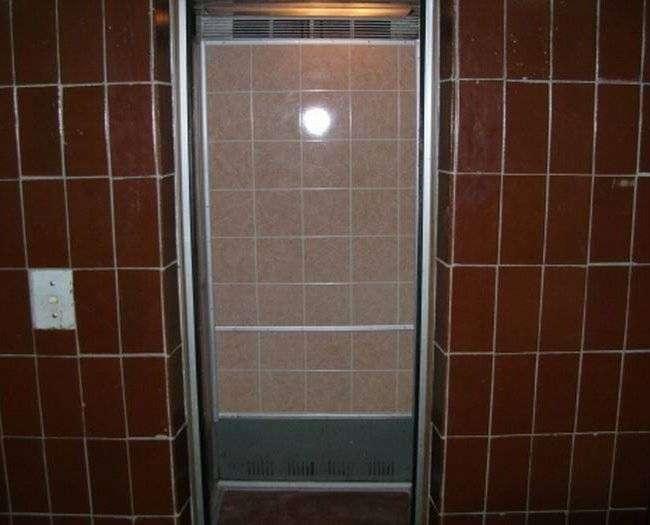 Душевный прикол в лифте (10 фотографий)