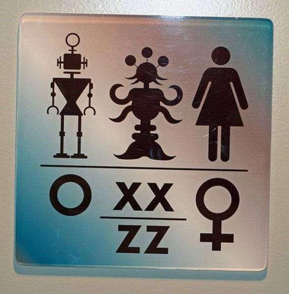 Прикольные таблички на туалетах (40 фото)