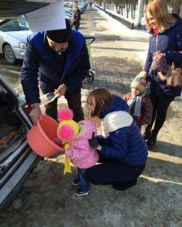Томичи помогли пенсионеру компенсировать нанесенный ущерб (7 фото)