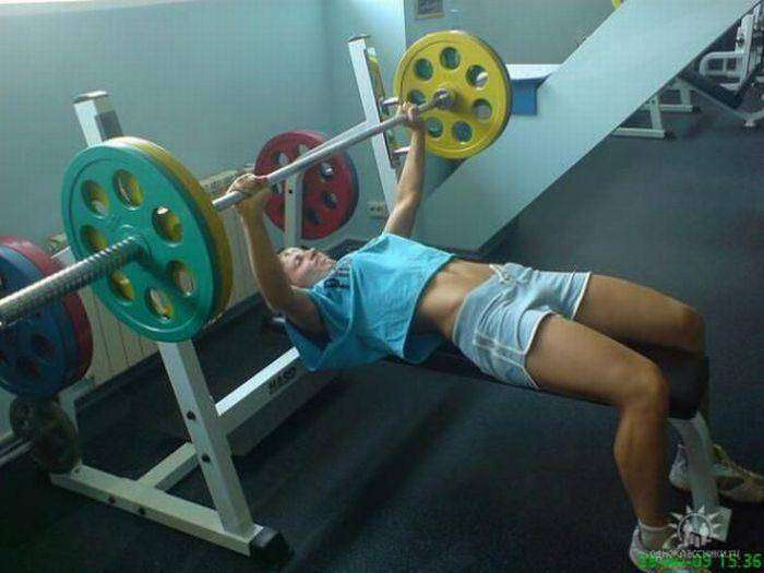 Девушки в спортзале (30 фото)