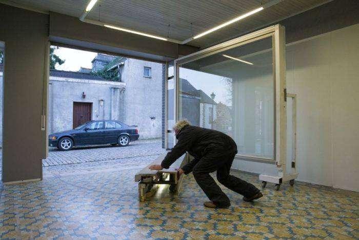 Необычный гараж бельгийца (13 фото)