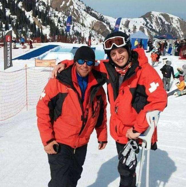 Одноногий парень спасает туристов на горнолыжном курорте (7 фото)