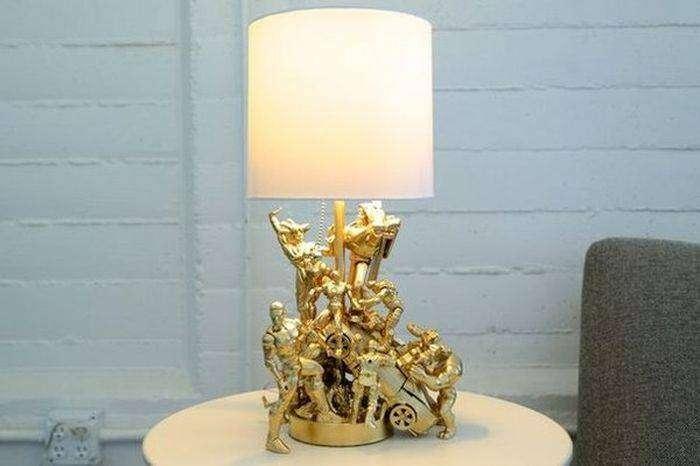Оригинальная лампа из детских игрушек (9 фото)