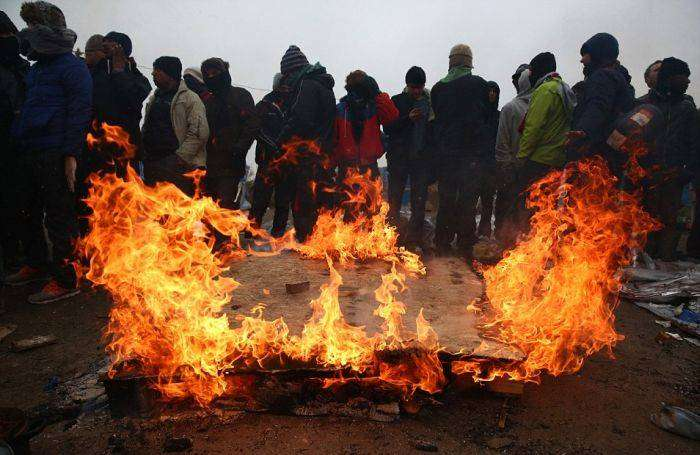 Македония оградилась от Греции 30-километровым двойным забором (25 фото)