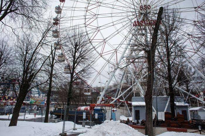 В Москве на ВДНХ сносят знаменитое 73-метровое колесо обозрения (11 фото)