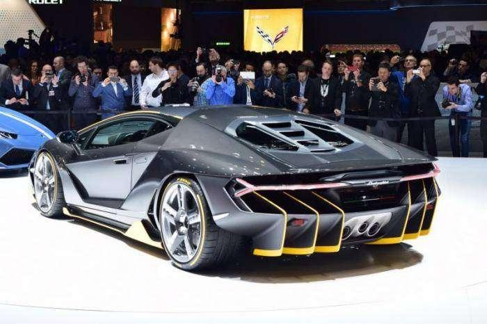Lamborghini представила новый суперкар Centenario LP770-4 (24 фото)