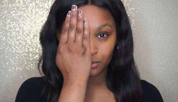 Девушка с сильными ожогами лица наглядно демонстрирует силу макияжа (8 фото)