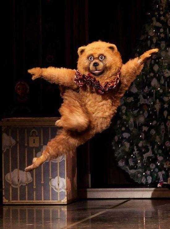 Танцующий медведь из бостонской постановки балета «Щелкунчик» (6 фото)