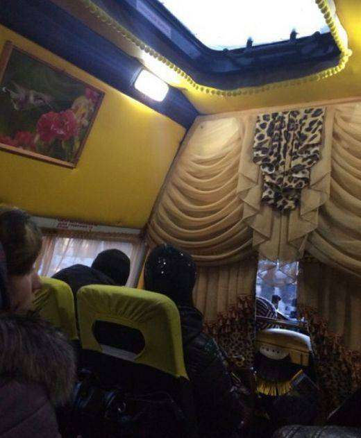 Омский водитель превратил маршрутку в юрту на колесах (2 фото)