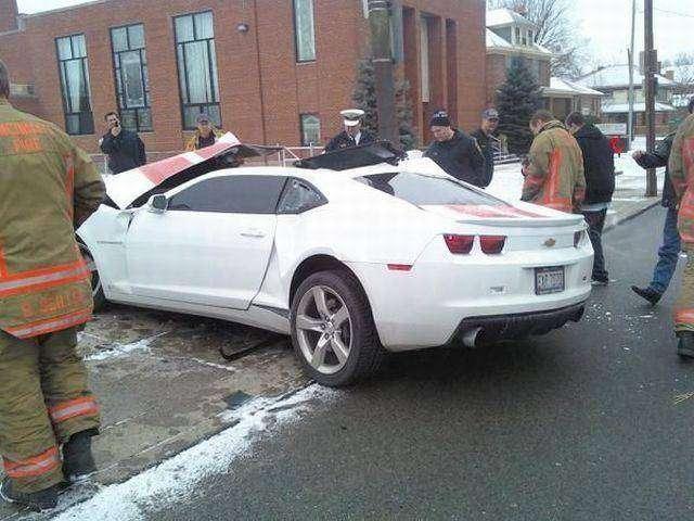 Убили новенький Camaro (3 фото)