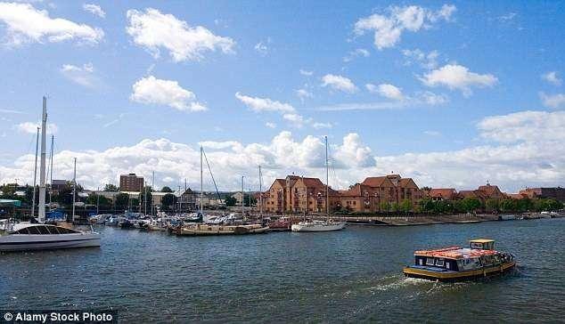 Назван самый привлекательный для жизни город Великобритании (7 фото)