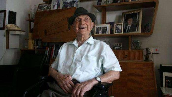 112-летний Исраэль Кристал признан самым старым мужчиной планеты (3 фото)