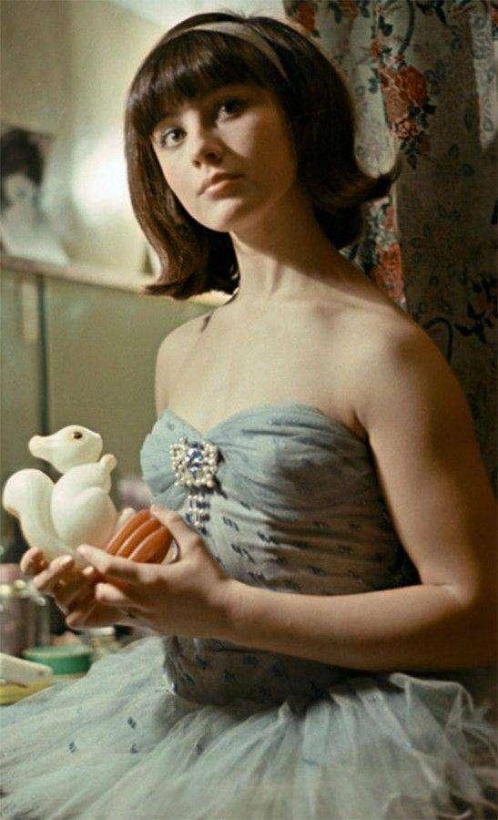 Неизвестная нам ранняя профессия актрисы Натальи Варлей (5 фото)