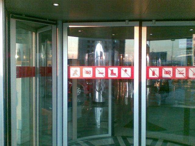 Запрещающий знак (3 фото)