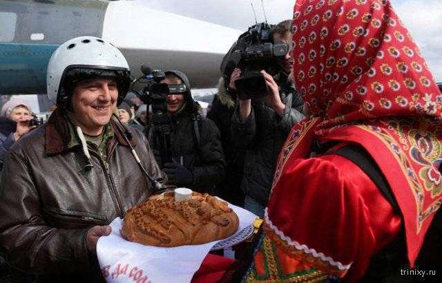 Российские летчики вернулись домой из Сирии (6 фото)