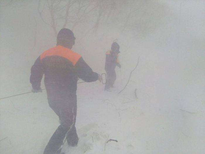 На центр Петропавловска-Камчатского обрушилась снежная лавина (11 фото)