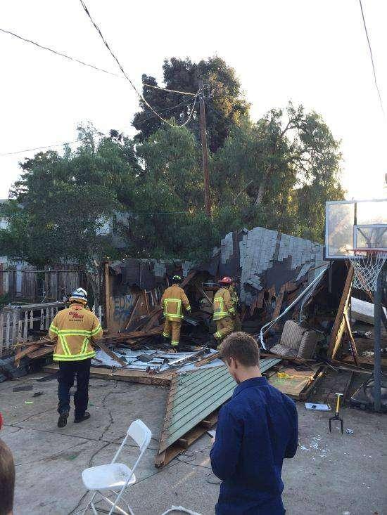 В Калифорнии рухнувшая крыша омрачила студенческую вечеринку (4 фото)
