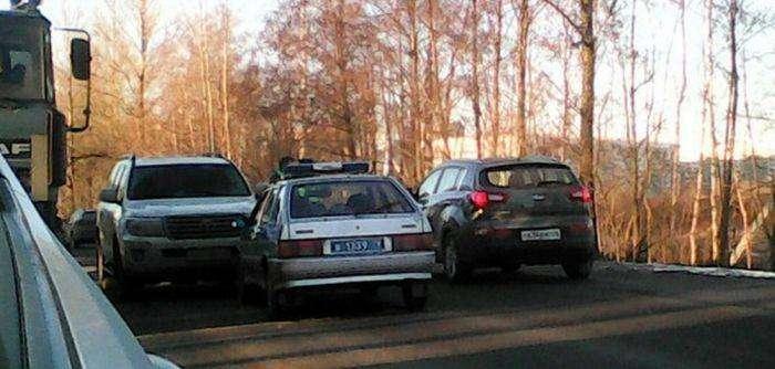 Внедорожник Toyota врезался в автомобиль ППС (3 фото)