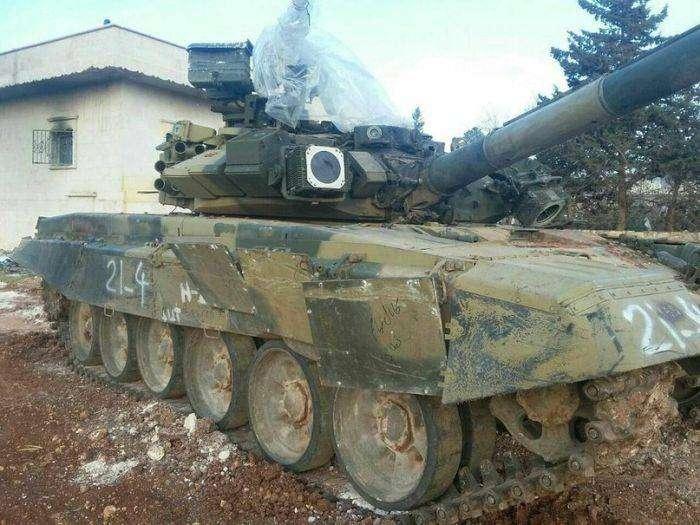 Фото танка Т-90, выдержавшего попадание противотанковой ракеты (2 фото)