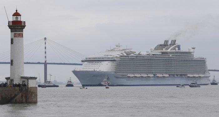 Самый большой круизный лайнер в мире (10 фото)