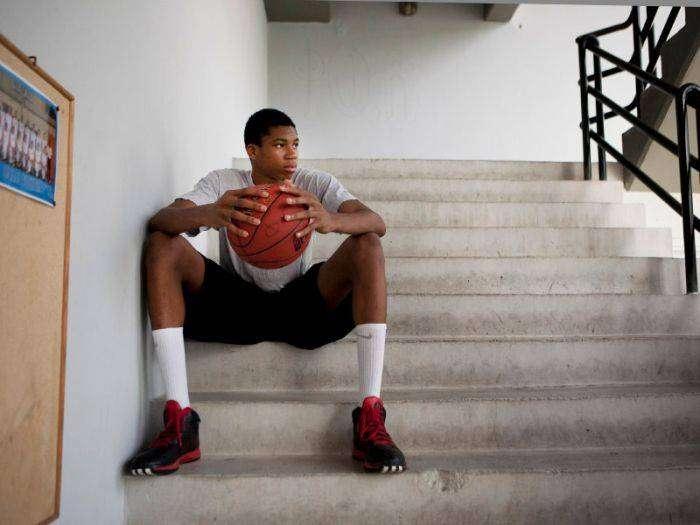 Баскетболист Яннис Адетокунбо и залог его успеха в спорте (3 фото)