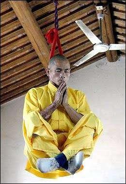 Фокусы шаолиньских монахов (11 фото)