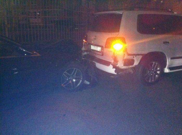Летчик на Кайене паркуясь ушатал семь машин (10 фото)