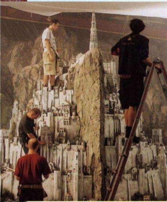 Миниатюрные декорации известных фильмов (24 фото)