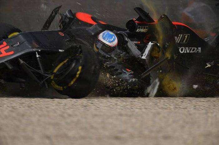 Фернандо Алонсо чудом не пострадал в серьезной аварии (21 фото)