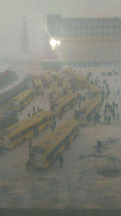 «Черная пурга» и штормовой ветер обрушились на Норильск (27 фото)